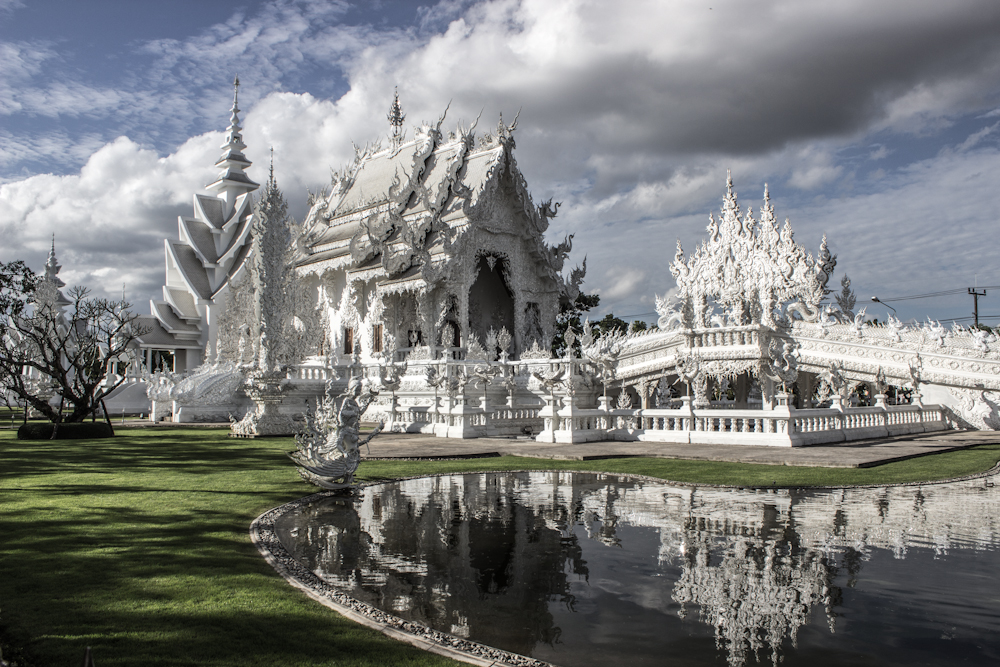 white temple cloudporn chiang rai