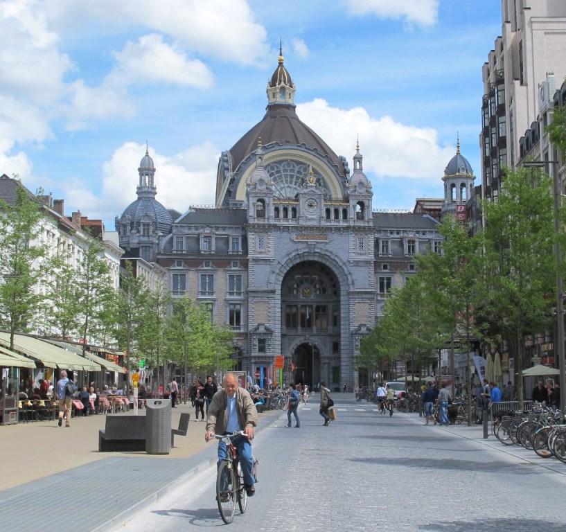 1-Tag-in-Antwerpen-Bahnhof-klein