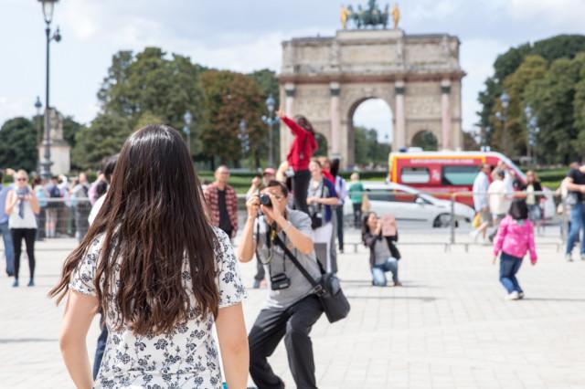 touristen le louvre paris