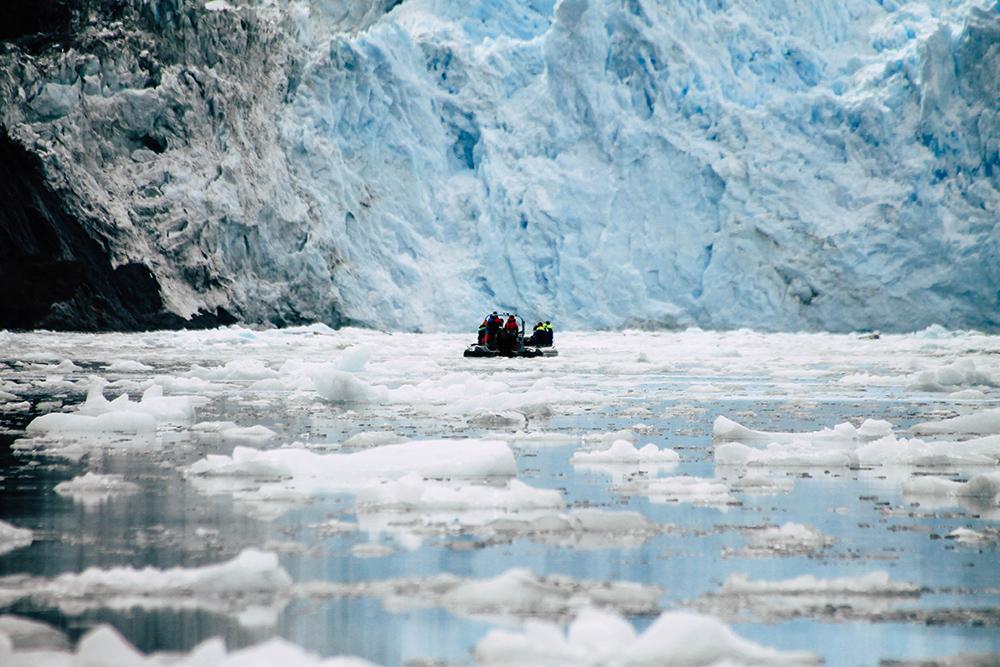Zodiac vor dem Garibaldi Gletscher